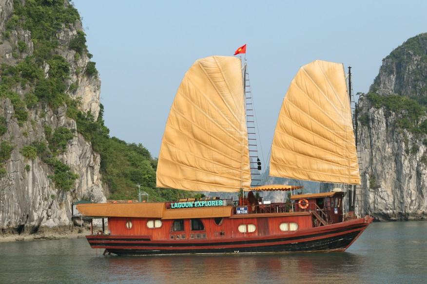 Tour Hà Nội- Hạ Long- Du thuyền Lagoon Explorer
