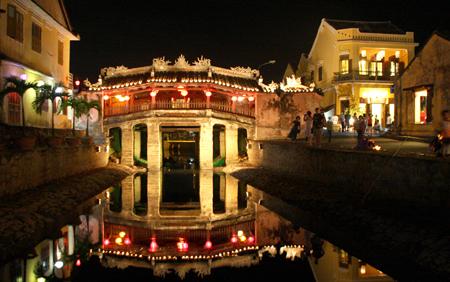 Tour Huế – Động Phong Nha – Đà Nẵng – Phố cổ Hội An